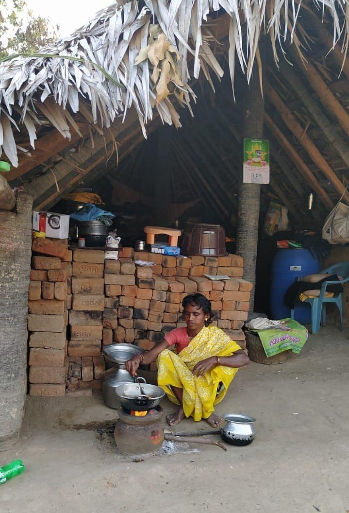 பழம்பூண்டி கிராம மக்கள்