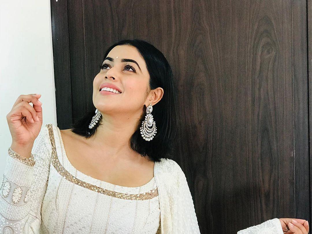 ``ஜெயலலிதா மேடமா கங்கனாதான் நடிக்க முடியும்; ஏன்னா?!'' - சசிகலாவாக நடிக்கும் பூர்ணா
