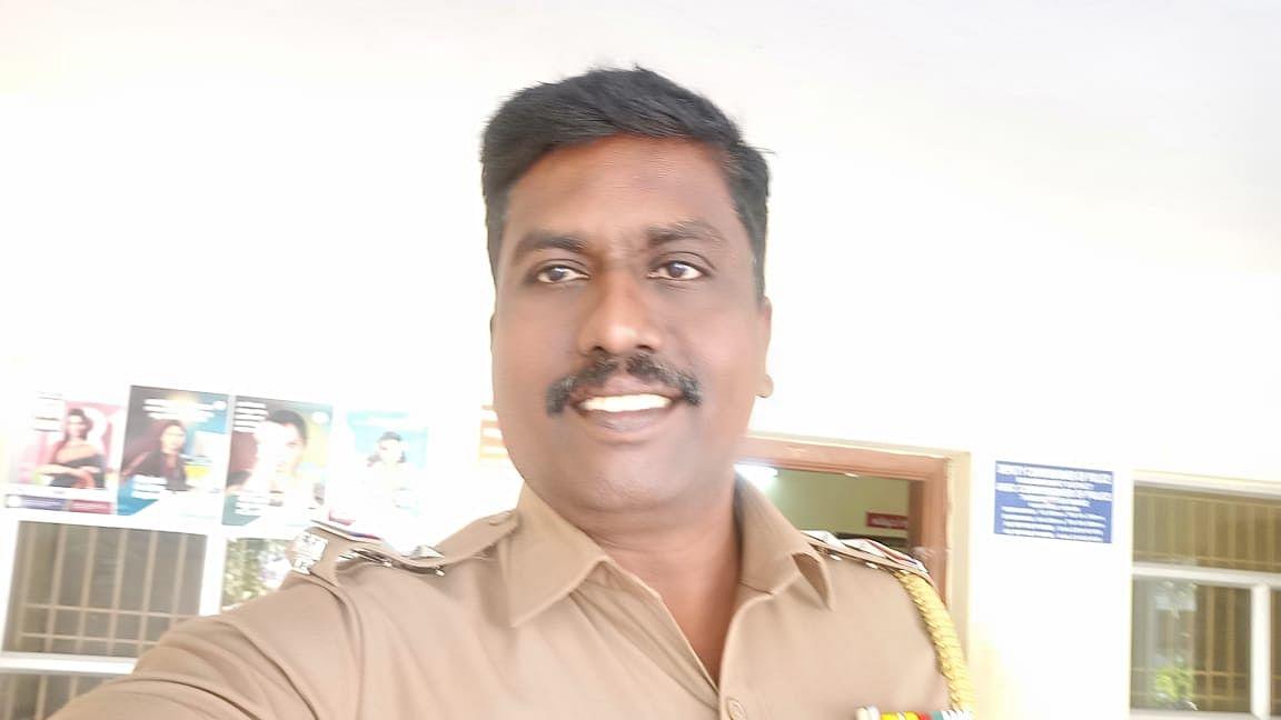 போலீஸ் எஸ்.எஸ்.ஐ பிரபாகரன்