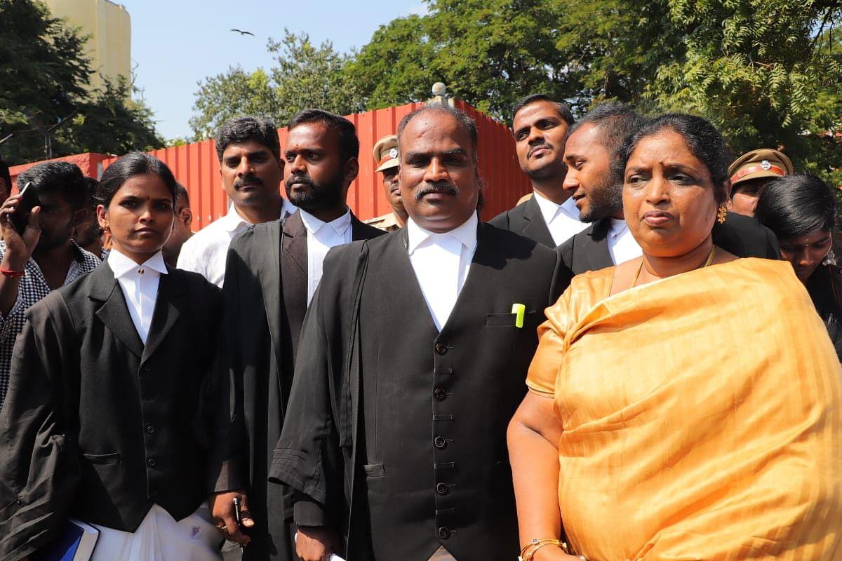 அரசு வழக்கறிஞர் ரமேஷ், வழக்கை விசாரித்த இன்ஸ்பெக்டர் விஜயசந்திரிகா