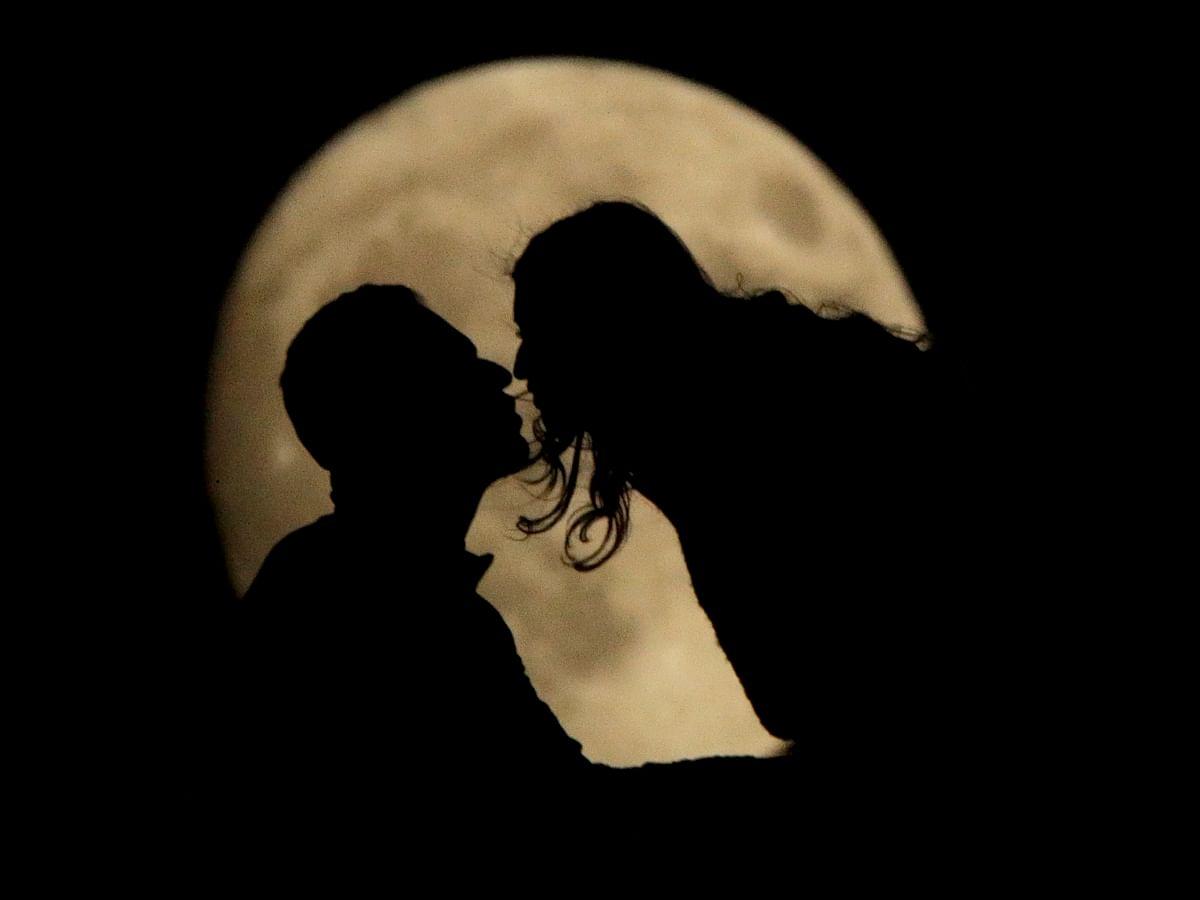 லைட் கிஸ், பட்டாம்பூச்சி முத்தம், எஸ்கிமோ கிஸ்... முத்தங்களும் அர்த்தங்களும்! #KissDay