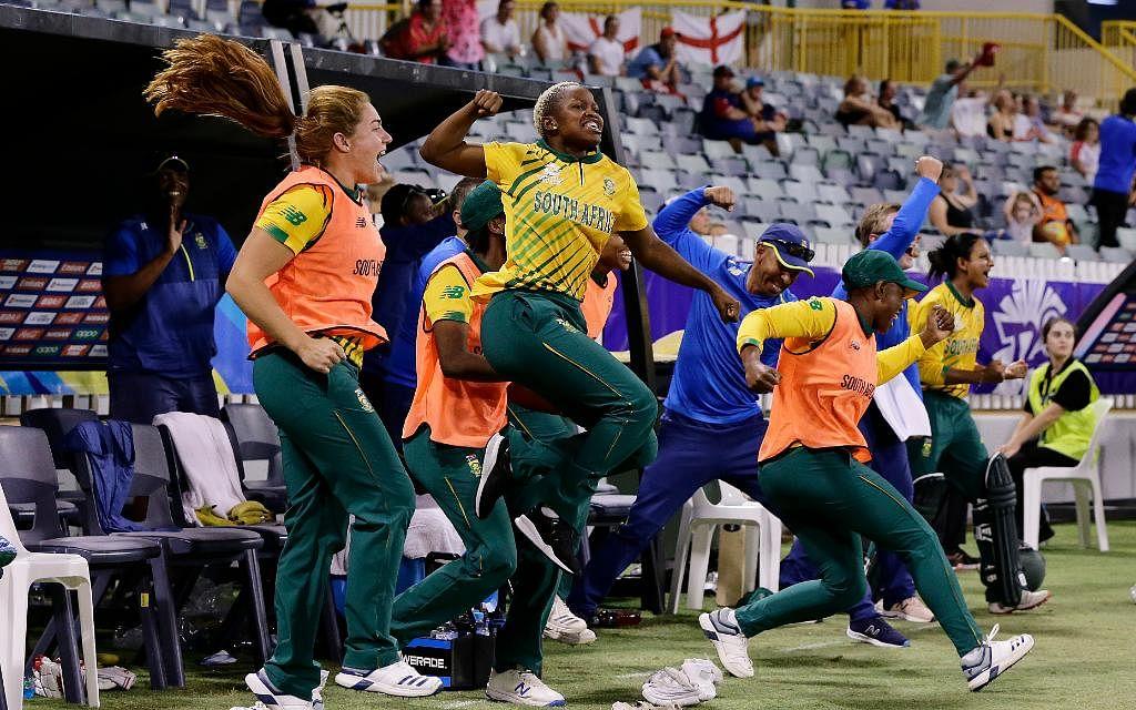மகளிர் உலகக்கோப்பை டி20 தொடரில் முதல்முறை! - சாதனை வெற்றியை வசமாக்கிய தென்னாப்பிரிக்கா #ENGvSA  #NowAtVikatan