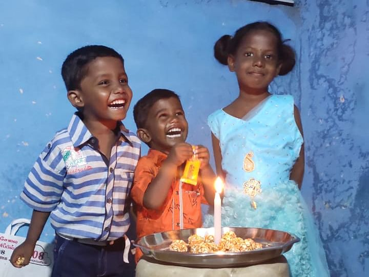 `பிறந்தநாள் கொண்டாடுவது இதுவே முதல் முறை!' -மாற்றுத்திறனாளி குடும்பத்தை நெகிழவைத்த தனியார் அமைப்பு