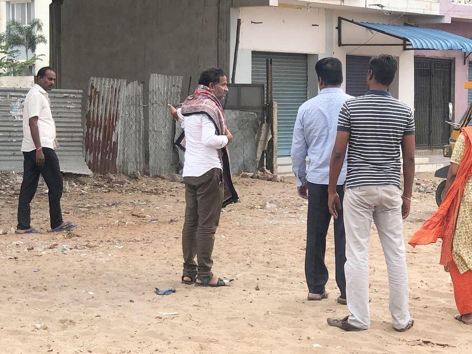 `மேலூர் சாலை; ராமேஸ்வரம் தங்கும் விடுதி!' - ஜெயக்குமார், ஓம்காந்தனிடம் நேரில் விசாரணை #TNPSC
