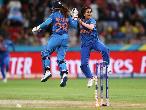 `முரட்டு சிங்கிள்'களால் ஆஸ்திரேலியாவை வீழ்த்திய இந்தியாவின் சிங்கப் பெண்கள்! #INDVsAUS