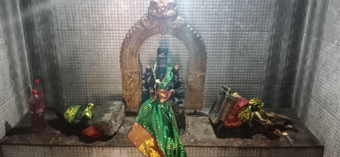 சேதப்படுத்தப்பட்ட அம்மன் சிலைகள்