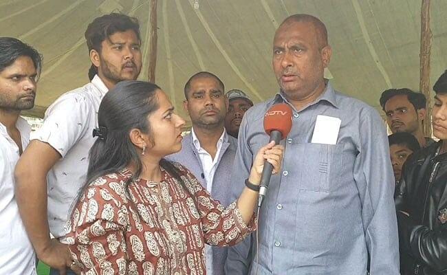 முன்னாள் சி.ஆர்.பி.எஃப் வீரர் ஆய்ஷ் முகமது