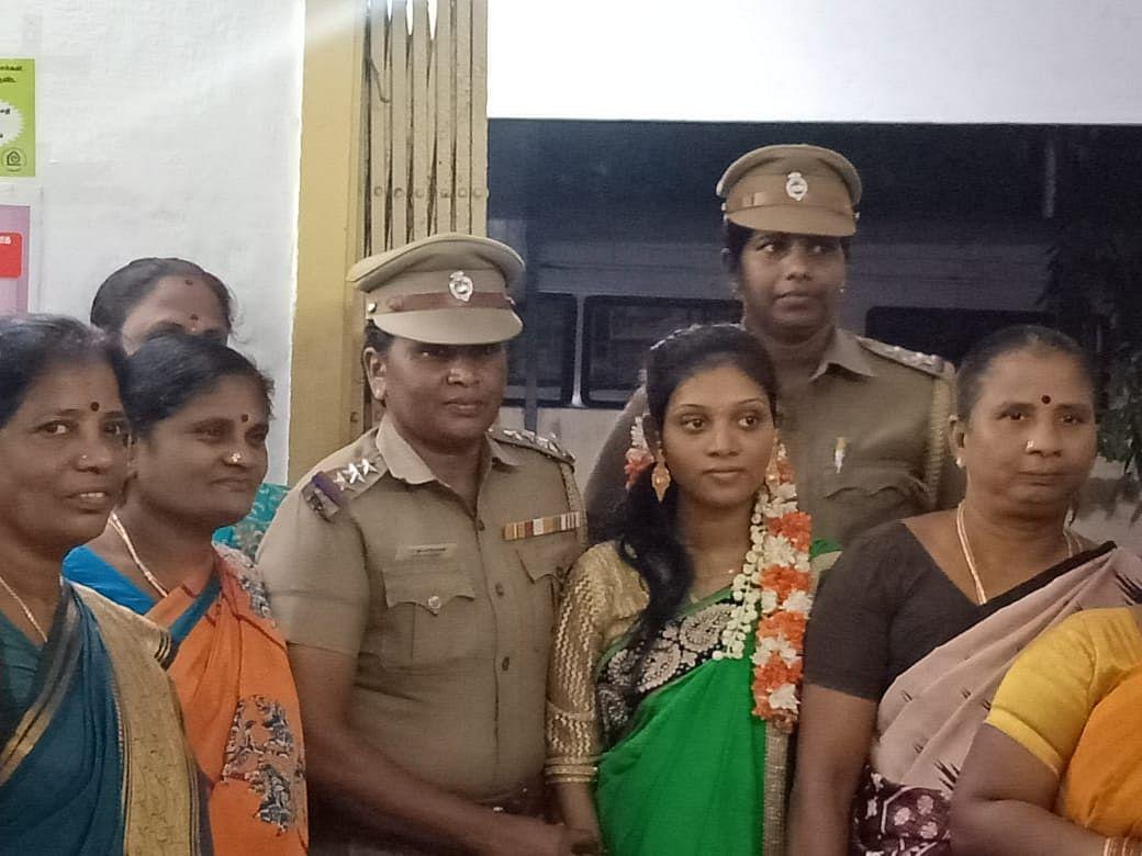 இன்ஸ்பெக்டர் ராஜேஸ்வரியுடன் மணமகள் பிரியதர்ஷிணி