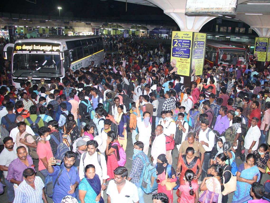 `மக்கள் வெள்ளத்தில் கோயம்பேடு!' - சென்னை டு திருச்சி வரை மாநகரப் பேருந்துகள் இயக்கம்