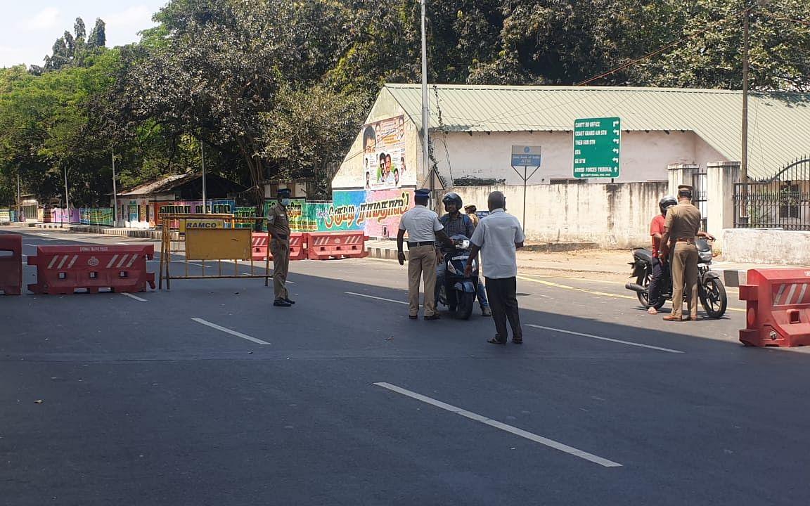 `தனிமைப்படுத்தப்படாத தந்தை, மகன்' - ஈராக்கிலிருந்து சென்னை வந்தவர்கள் மீது பாய்ந்த வழக்கு #Corona