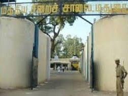 கொரோனா அச்சம்... மதுரைச் சிறையில் இருந்த 81 கைதிகள் சொந்த ஜாமீனில் விடுதலை!
