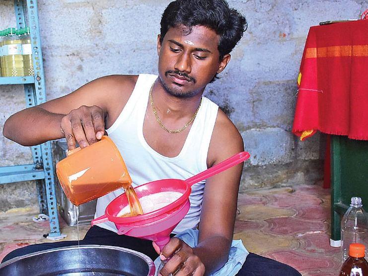 மாதம் ரூ.77,000 வருமானம்: பாரம்பர்ய கல்செக்குக்கு புத்துயிர் கொடுத்த பொறியாளர்!
