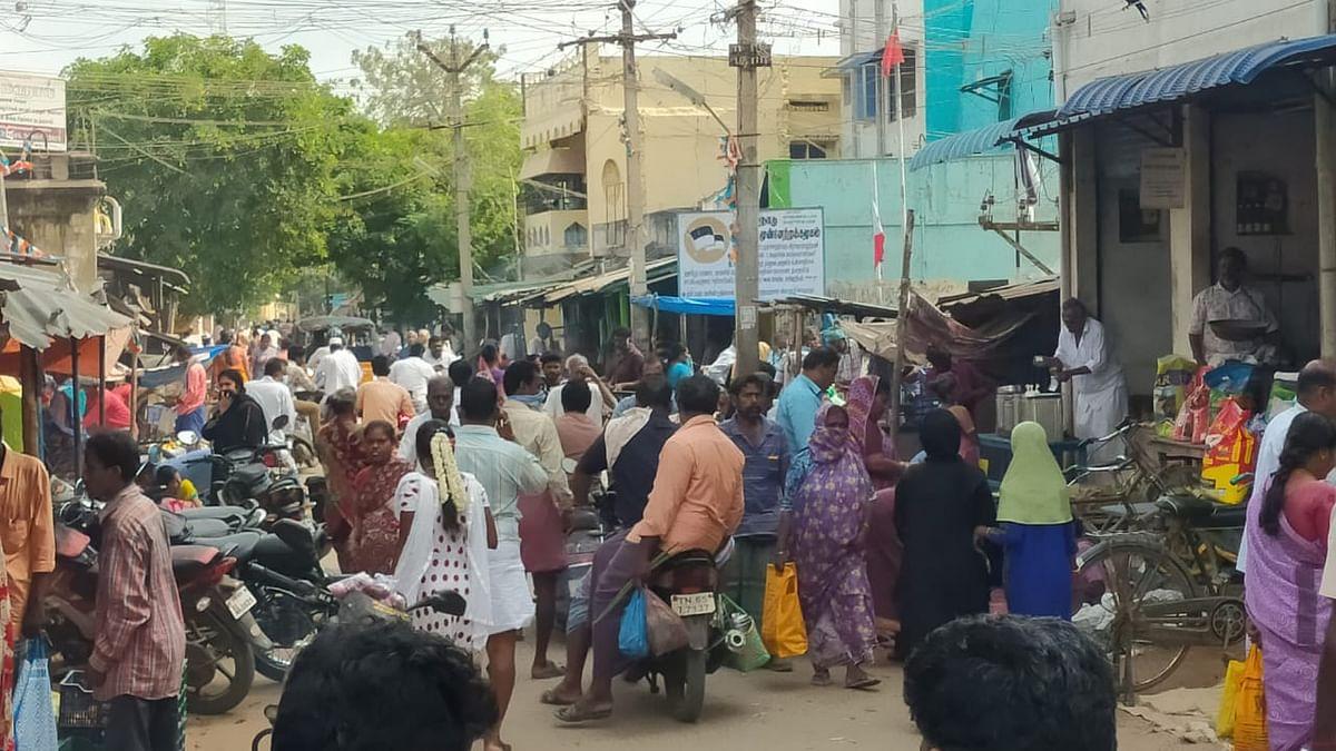 ராமநாதபுரத்தில் அலைமோதும் மக்கள்.