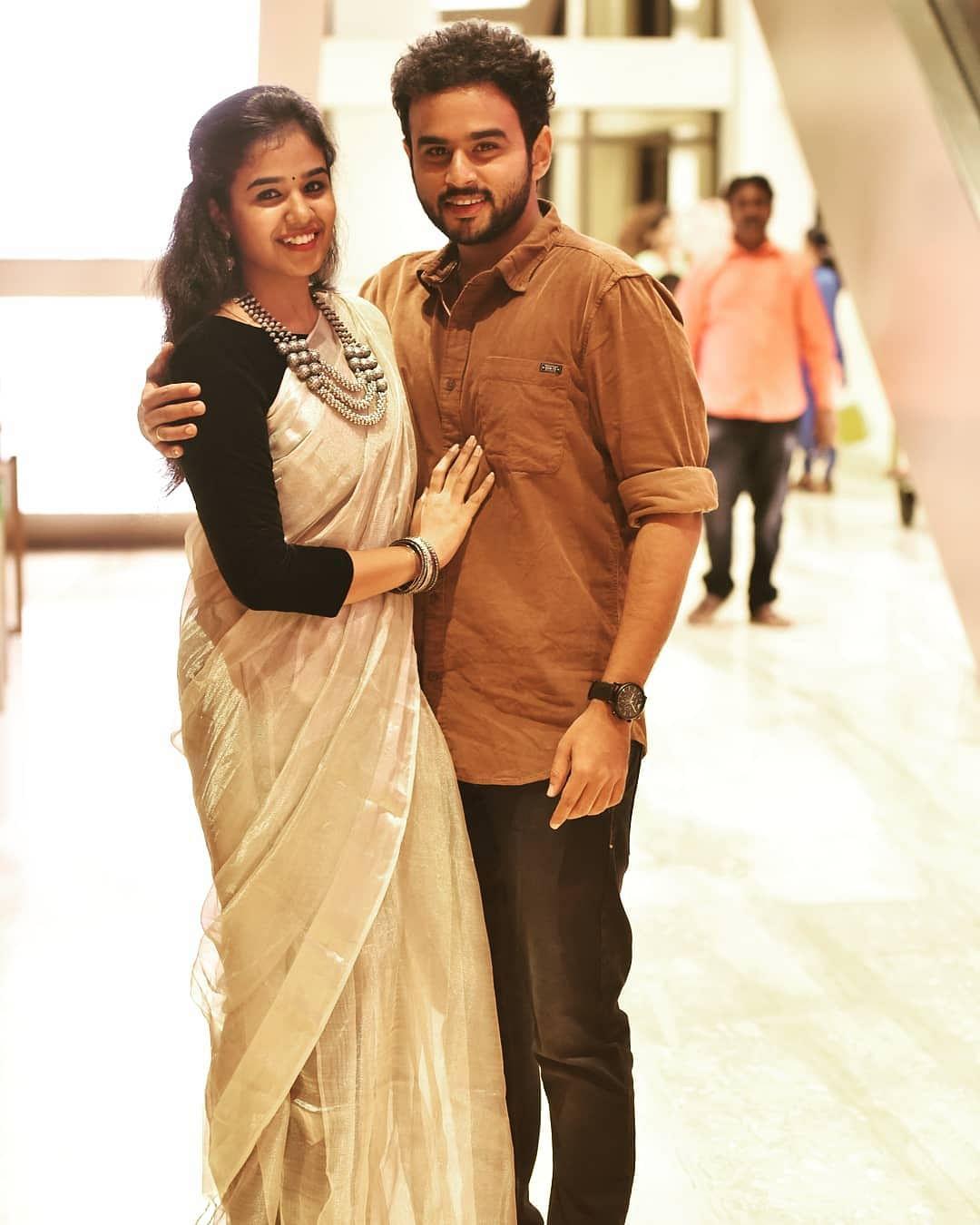 மனைவியுடன் ஆர்ஜே விஜய்