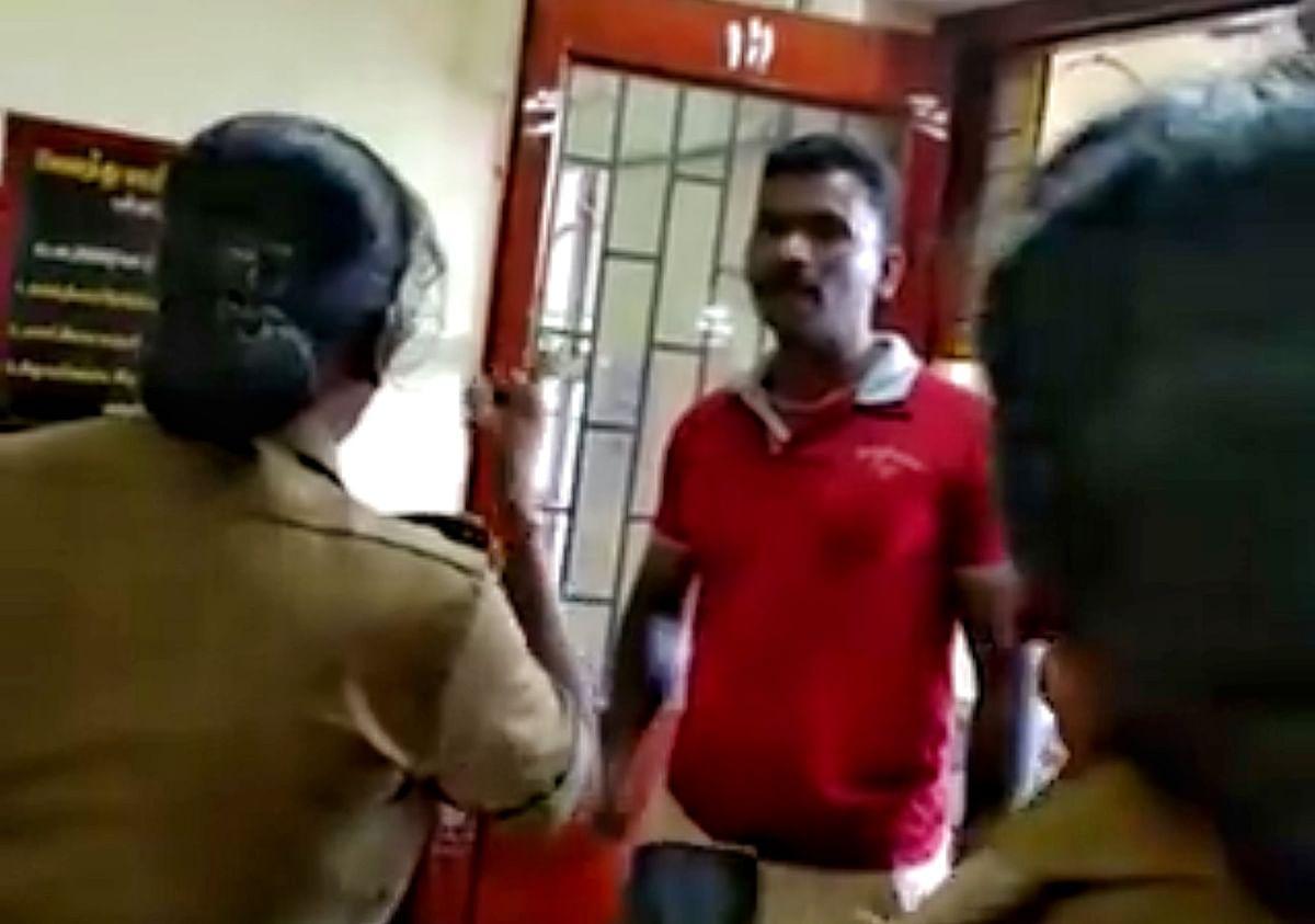 எஸ்.ஐ பிரபுவை மிரட்டும் இன்ஸ்பெக்டர் வனஜா