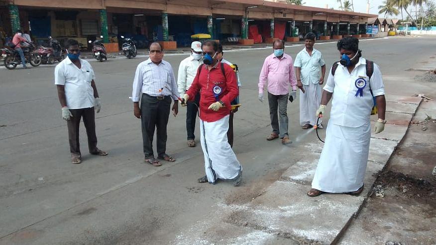 நடிகர் விஜய் மக்கள் இயக்கத்தினர்