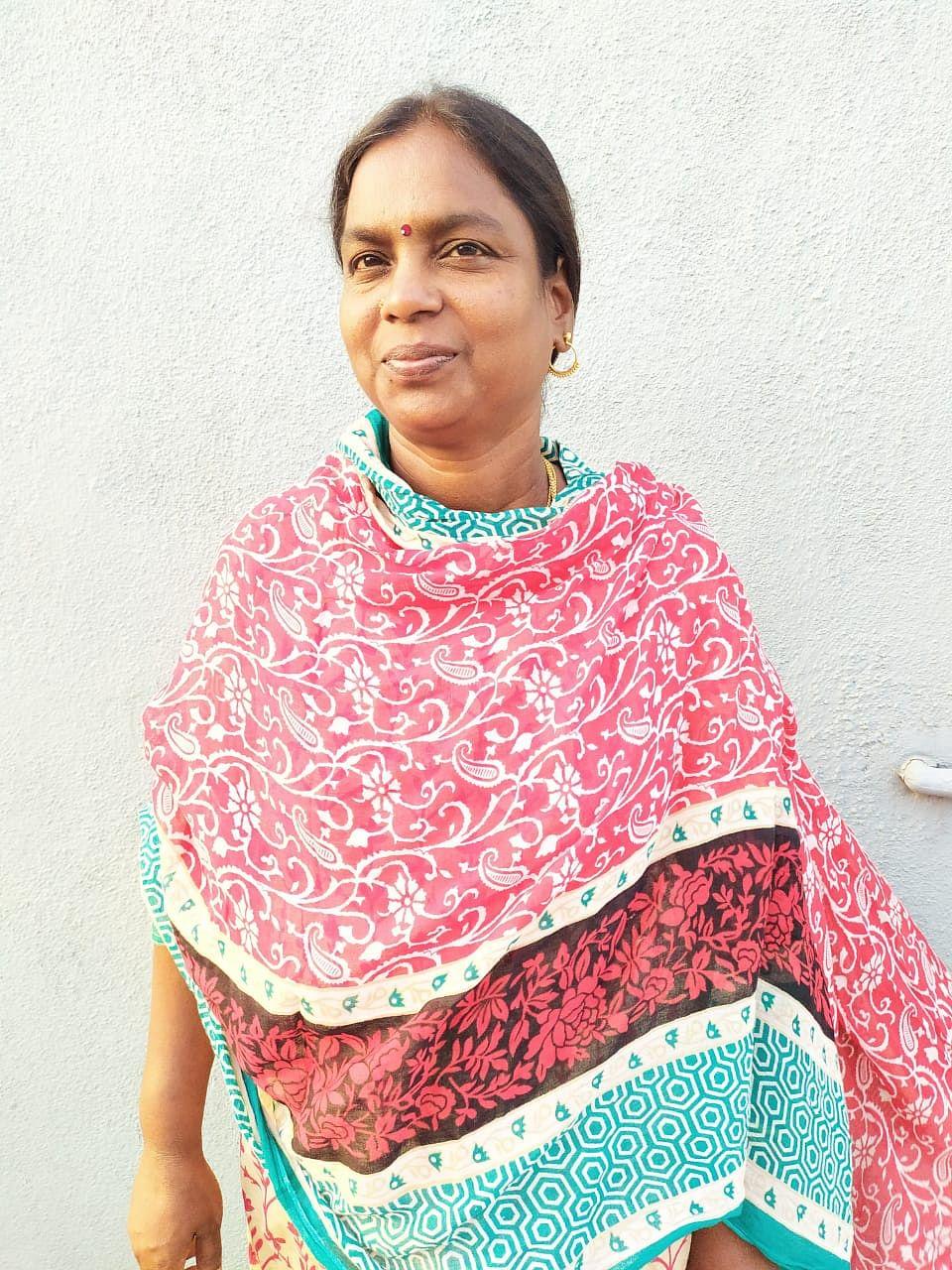 கோமலா, தன்னார்வலர்.