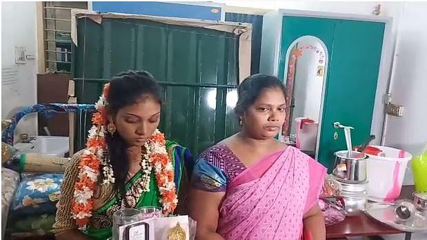 மணமகள் பிரியதர்ஷிணி, அவரின் அம்மா ஜோதி