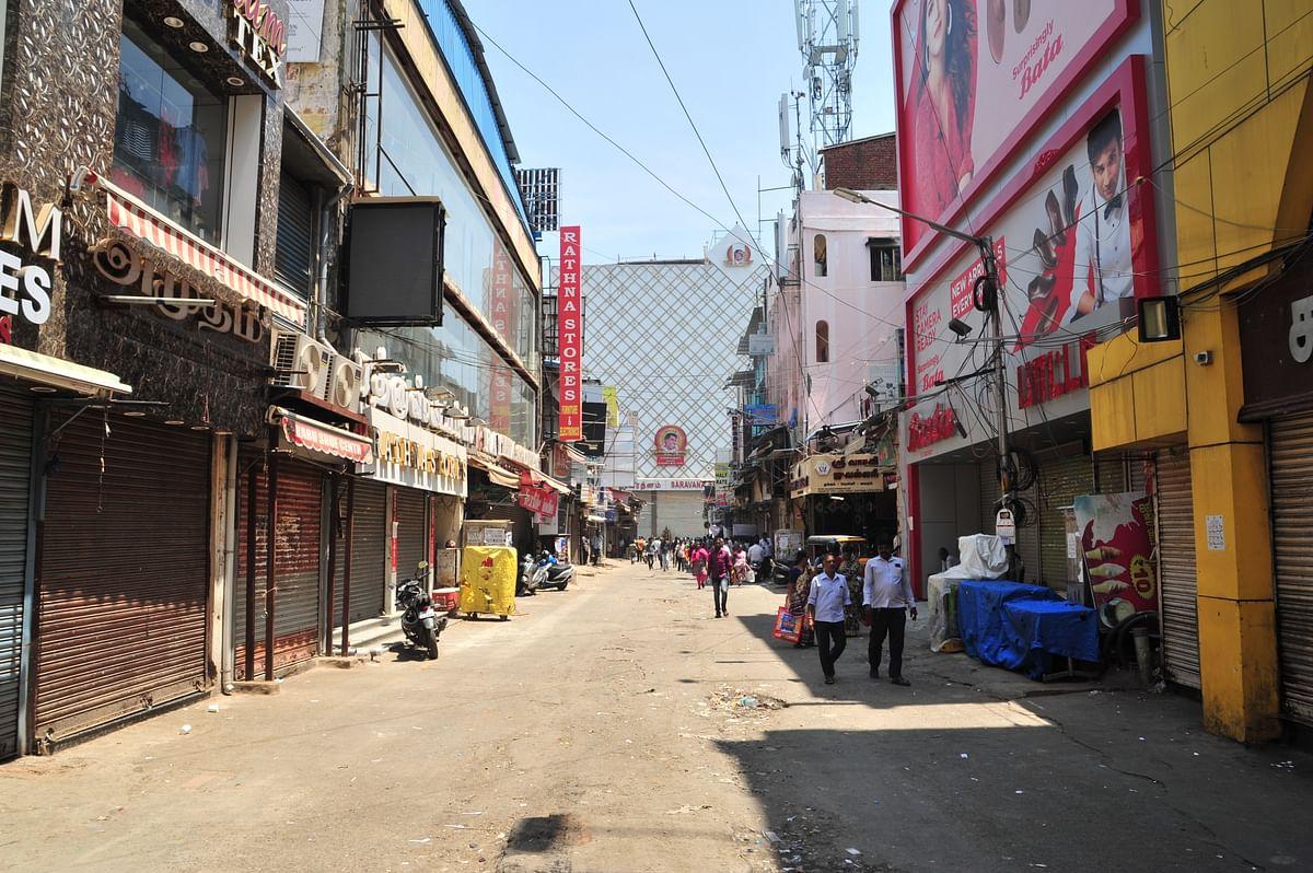 கொரோனாவால் தி.நகர் பகுதியில் பூட்டப்பட்ட கடைகள்