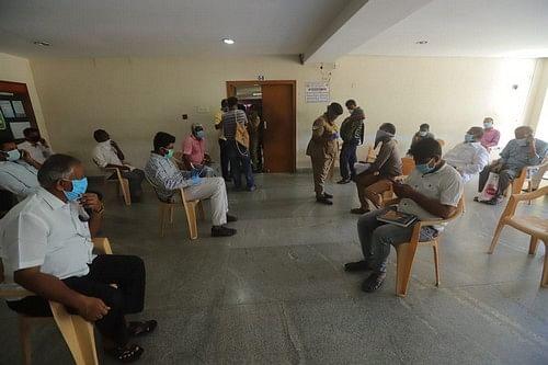 சென்னை கமிஷனர் அலுவலகத்தில் மக்கள்