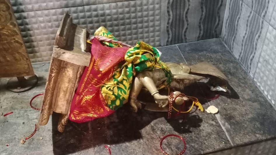 சேதப்படுத்தப்பட்ட அம்மன் சிலை