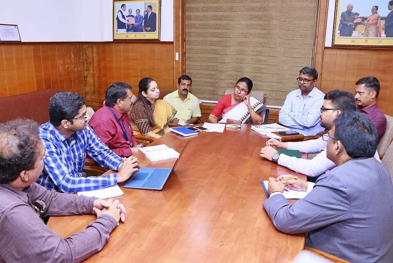 அமைச்சர் கே.கே.சைலஜா தலைமையில் ஆலோசனைக் கூட்டம்