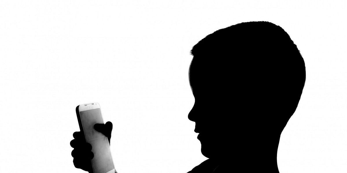 'கொரோனா விடுமுறையில் மொபைல் பரவாயில்லை'