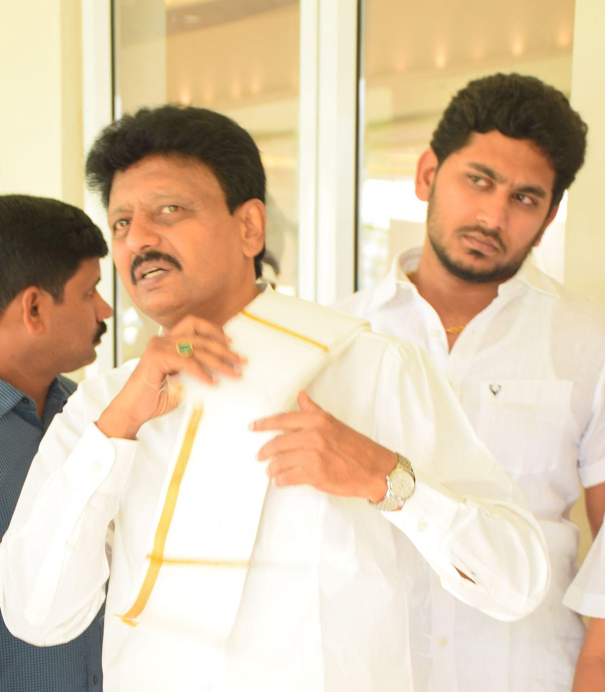 திவாகரன் - ஜெய் ஆனந்த்