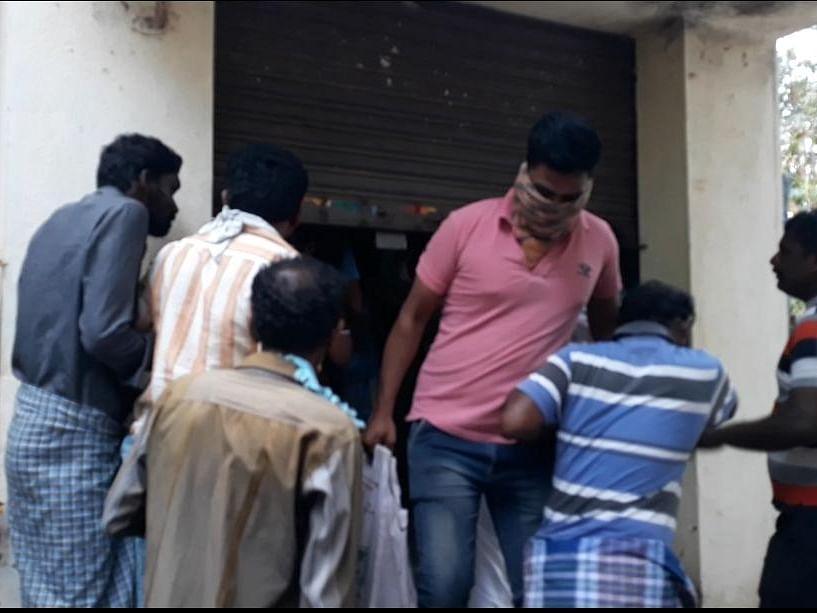 `வேண்டியவங்க வருவாங்க... சரக்கு கொடுங்க..!' - ரகசிய உத்தரவு போட்டாரா சிவகங்கை டாஸ்மாக் மேலாளர்?