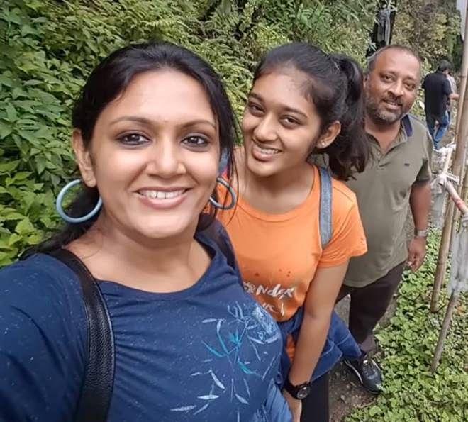 குடும்பத்துடன் தேவதர்ஷினி