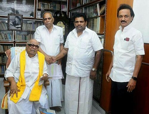மறைந்த பெரியசாமியுடன் அனிதா ராதாகிருஷ்ணன்