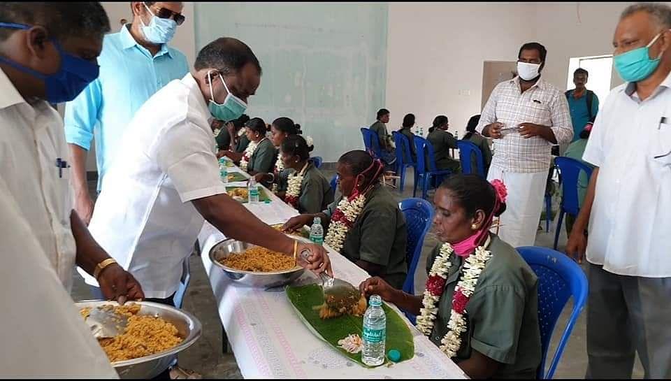 அசைவ விருந்தளித்த தி.மு.கவினர்