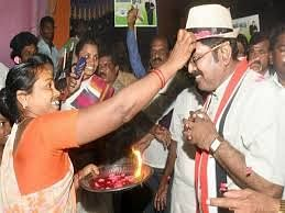 தொப்பி சின்னத்துக்கு வாக்கு கேட்கும் தினகரன்