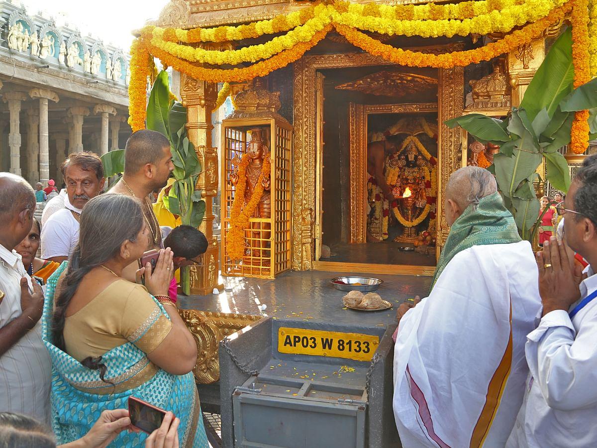 `திருப்பதியில் நீட்டிக்கப்பட்ட தடை!' -ஆர்ஜித சேவைகளுக்கு பணம் கட்டியவர்களுக்கு முக்கிய அறிவிப்பு