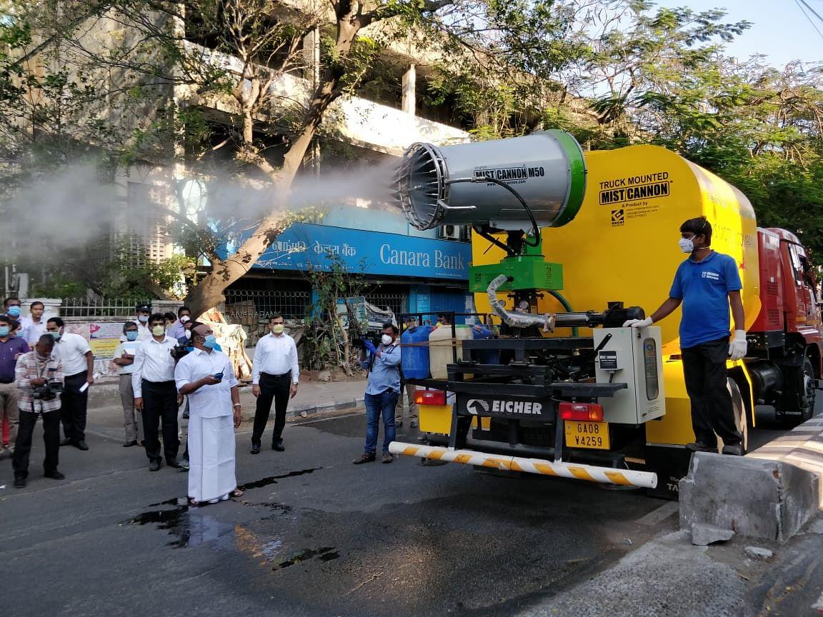 `கோவா தயாரிப்பு; 8000 லிட்டர் கொள்ளளவு!' -சென்னை மாநகராட்சியின் ஸ்பெஷல்  `கிருமி நாசினி' வாகனம்