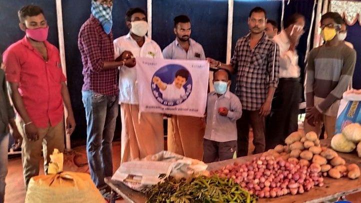 சர்க்கஸ் குழுவினருக்கு உதவும் விஜய் ரசிகர்கள்