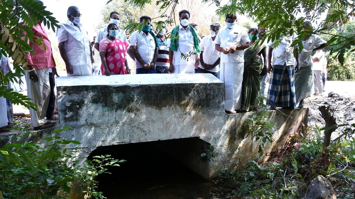 பாப்புலர் முதலியார் வாய்க்காலில் எம்.ஆர்.விஜயபாஸ்கர்
