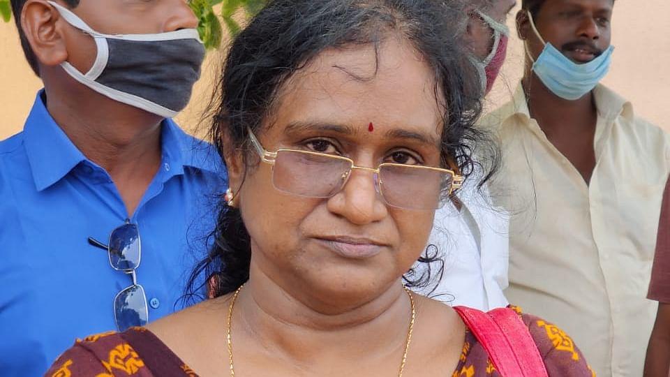 குருவின் சகோதரி செந்தாமரை