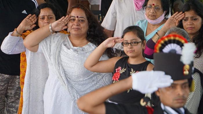 அஷுதோஷ் ஷர்மா குடும்பத்தினர்