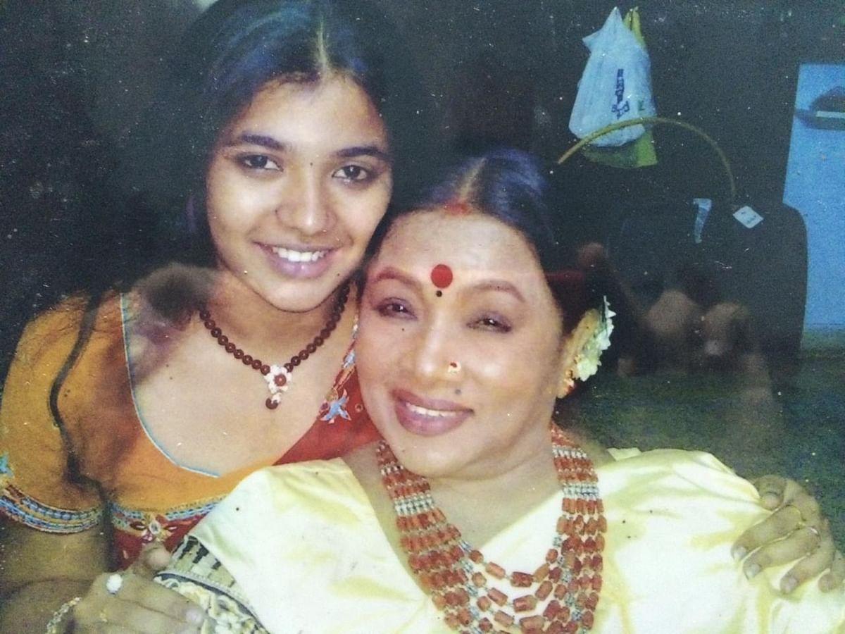 ``பர்த்டே கேக்கட் பண்றப்போ குழந்தையாகிடுவாங்க ஆத்தா!''- ஆச்சியின் பேத்தி அபிராமி #HBDAachi
