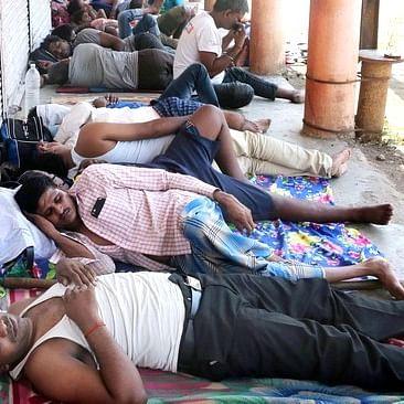 தமிழர்களிடத்தில் பணம் கேட்கும் மகாராஸ்டிர அதிகாரிகள்