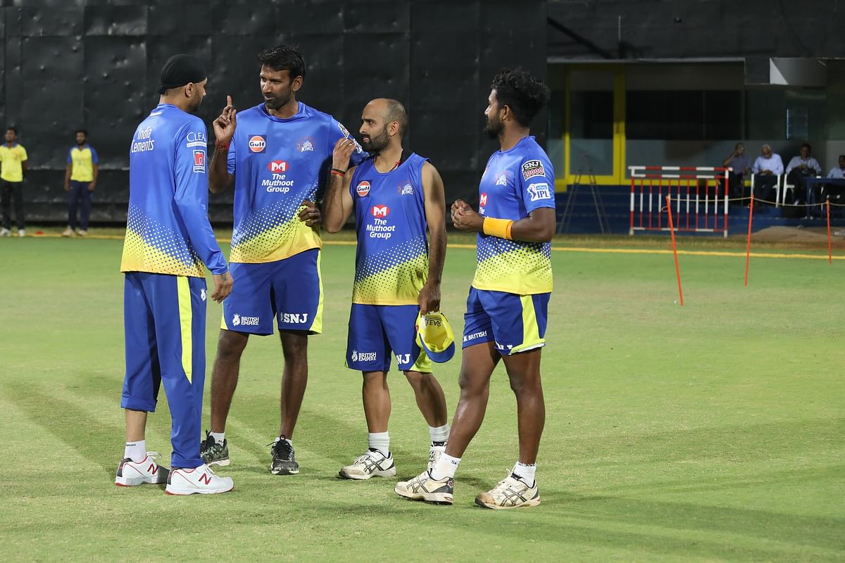 L.Balaji with CSK players