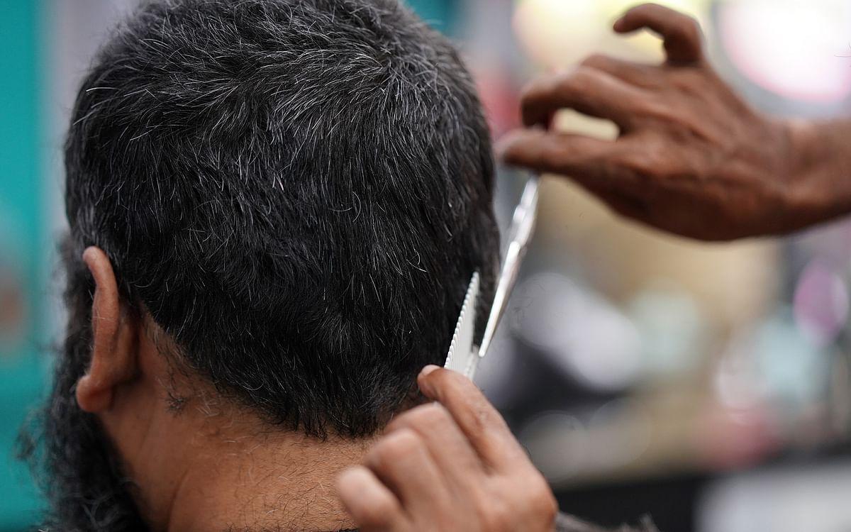 `தலைக்கு கொஞ்சம் சானிடைசர் போடுங்களேன்..!' - சலூன் கடை பரிதாபங்கள் @ லாக்டௌன் 4.0 #MyVikatan