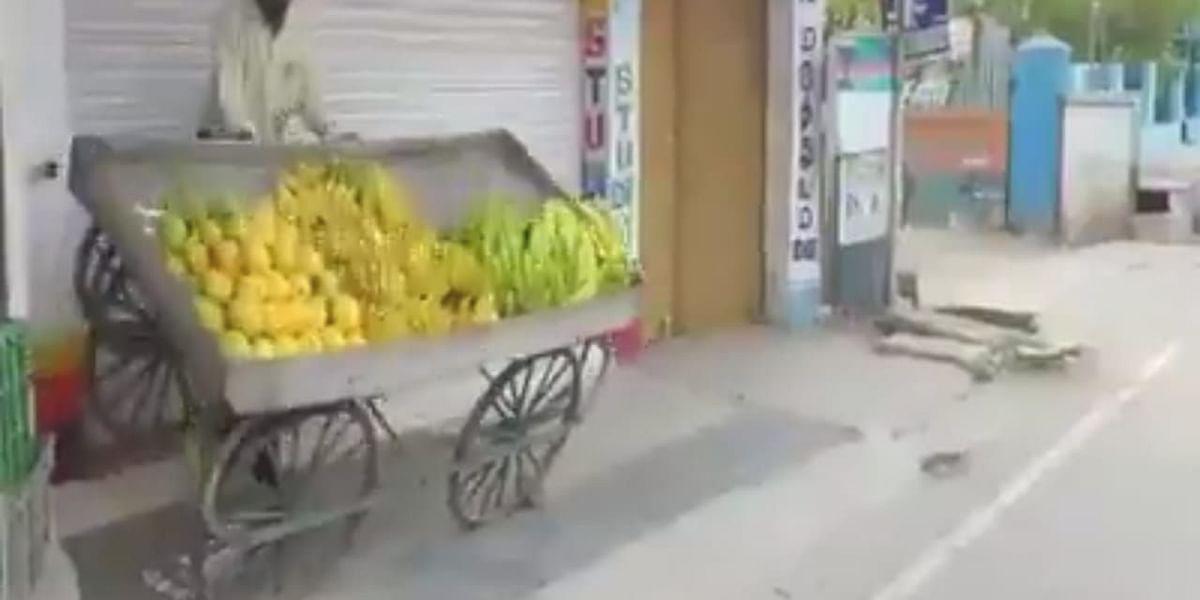 தள்ளுவண்டியைச் சாய்த்த நகராட்சி கமிஷனர்
