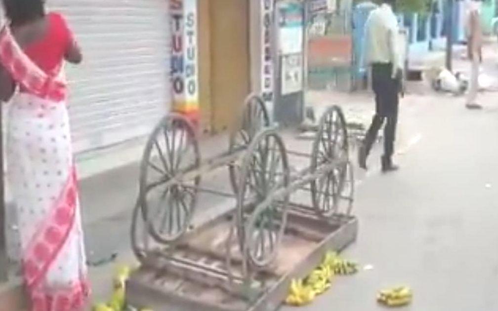 `தள்ளுவண்டியை பழங்களோடு சாய்த்தது ஏன்?'-வாணியம்பாடி நகராட்சி கமிஷனர் விளக்கம்