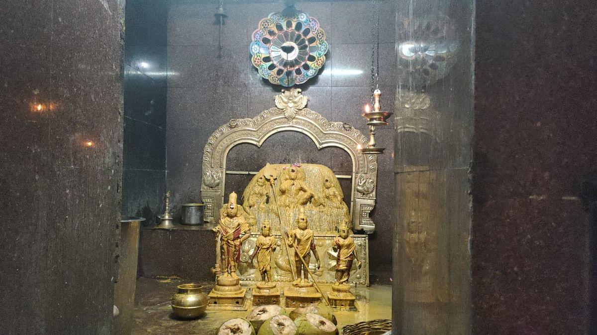 முத்துவேலாயுத சுவாமி