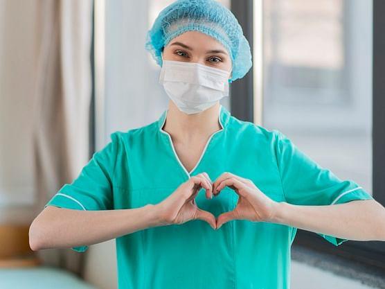 """``இது எங்களுக்கு வாழ்வா சாவா கேம்!"""" - கொரோனாவுடன் போராடும் செவிலியர்களின் அனுபவங்கள் #NursesDay"""