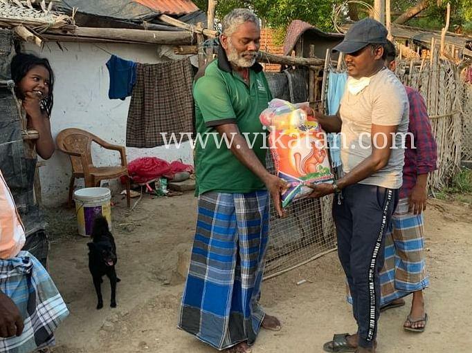 நிவாரணத் தொகுப்பு வழங்கிய மாரிசெல்வராஜ்
