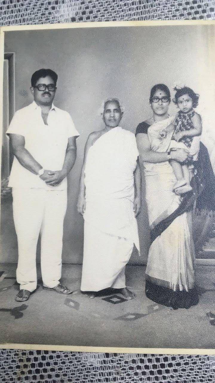 கணவர், மாமியார், மகளுடன் பகவதி