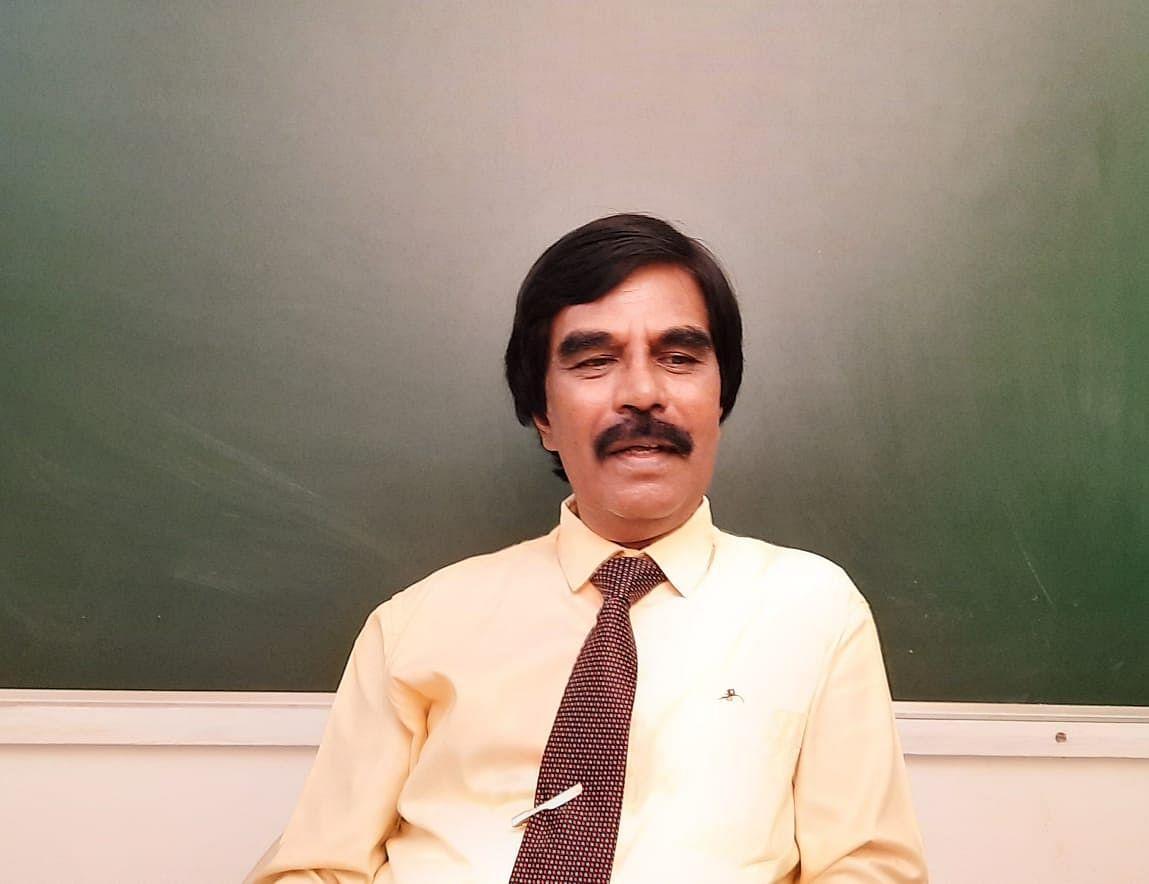 டாக்டர். ஆர் .ராஜராஜன்  கல்வியாளர்